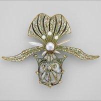 Broche orchidée, 1901. Georges Fouquet (Français, 1862–1957). Or, émail, diamant, et perles.