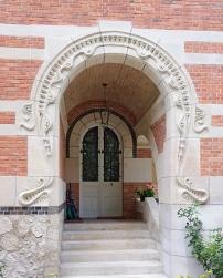 Porche d'entrée (façade Est) © Myrabella