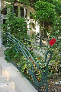 Rambarde de l'escalier (façade principale) © Russavia