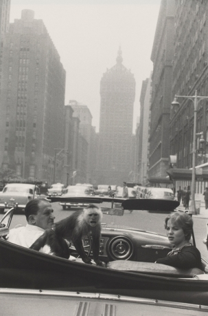 Park Avenue, New York 1959 Garry Winogrand © The Estate of Garry Winogrand, courtesy Fraenkel Gallery, San Francisco