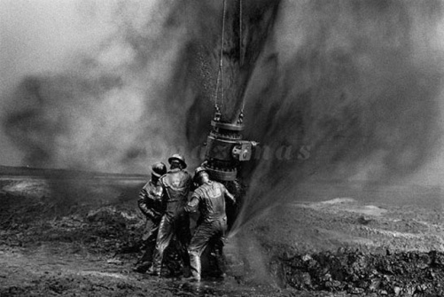 sebastiao-salgado-workers-oil-well-kuwait-big