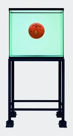 One Ball Total Equilibrium, Jeff Koons, 1985, One Ball 50/50 Tank (Spalding Dr. J Silver Series)  © Jeff Koons