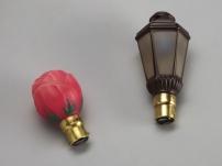 Lampes électriques à incandescence, 1930 Ampoules de décoration en forme de tulipe, de couleur rouge, et de lanterne Éclairage / Végétal / Fleur