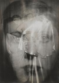 Étude publicitaire pour Paul Poiret 1926 © Estate Germaine Krull, Museum Folkwang, Essen. Photo : © Centre Pompidou, MNAM-CCI, Dist. RMN-Grand Palais / Georges Meguerditchian