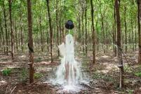 Rubber Man [L'Homme-caoutchouc] 2015 © Khvay Samnang, 2015