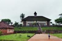 Bafut. Le musée de la chefferie (bâtiment colonial) © Estelle Vanneste