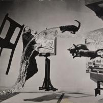 Dalí Atomicus, 1948 © 2015 Philippe Halsman Archive / Magnum Photos. Droits exclusifs pour les images de Salvador Dalí : Fundació Gala-Salvador Dalí, Figueres, 2015
