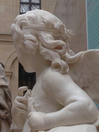 Détail : L'Amour essayant une de ses flèches, Jacques Saly. © Photo : Agathe Torres
