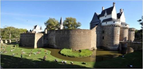 Douves du château des ducs de Bretagne - © Jean-Dominique Billaud - LVAN